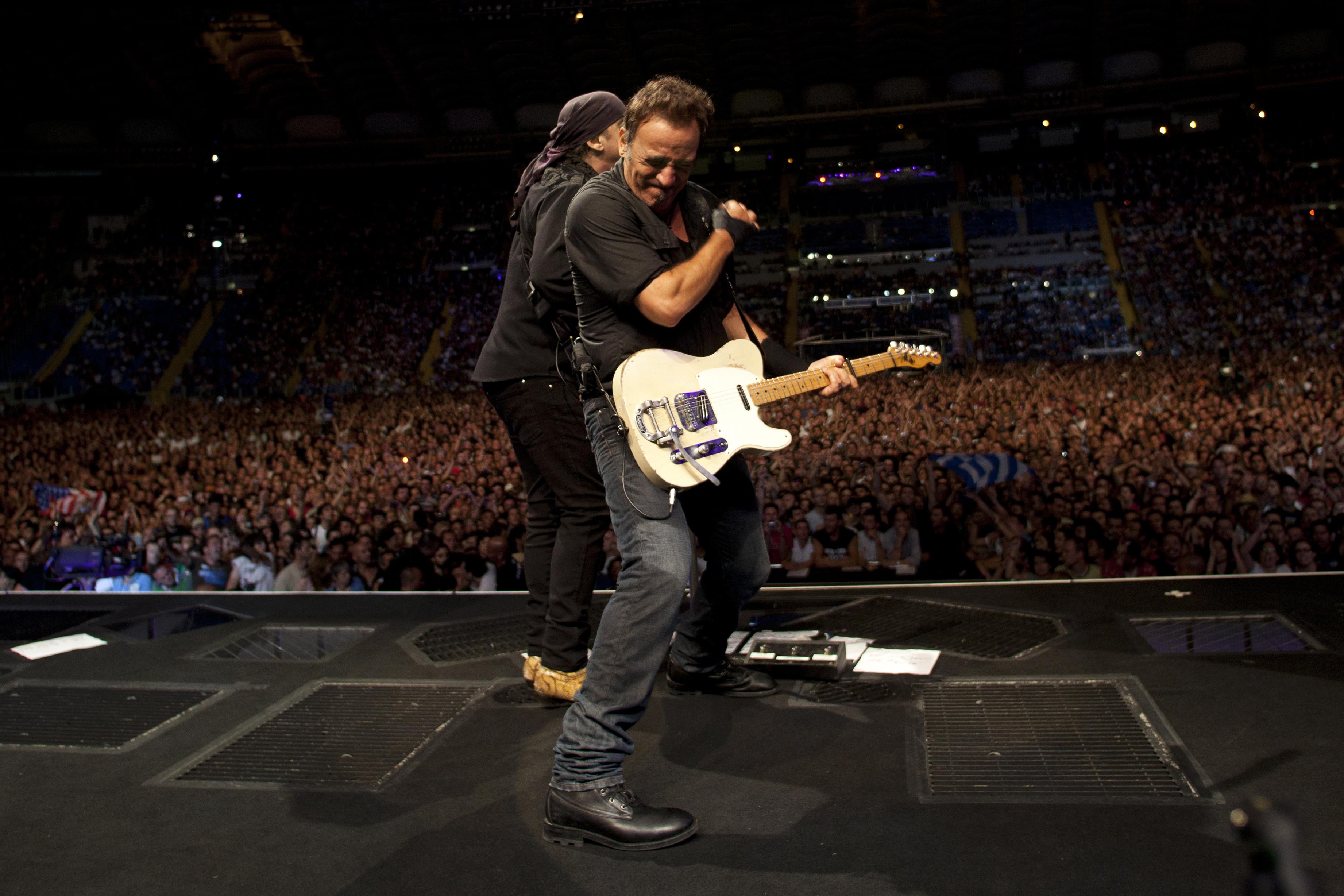 Still Climbing Bruce Springsteen Fulfills High Hopes On